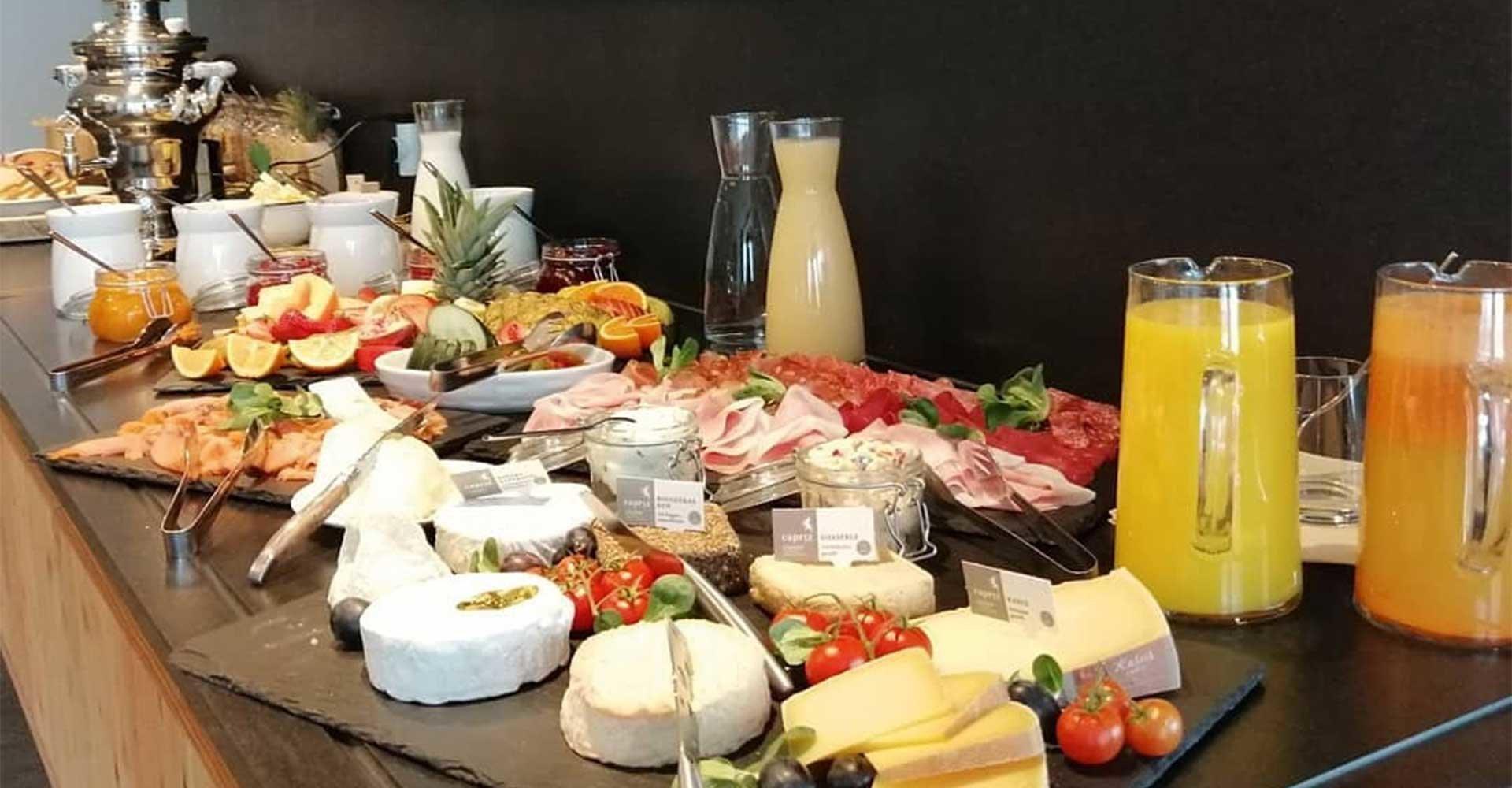 Frühstücksbuffet Lüsner Alm, Brunch sulla malga di Luson