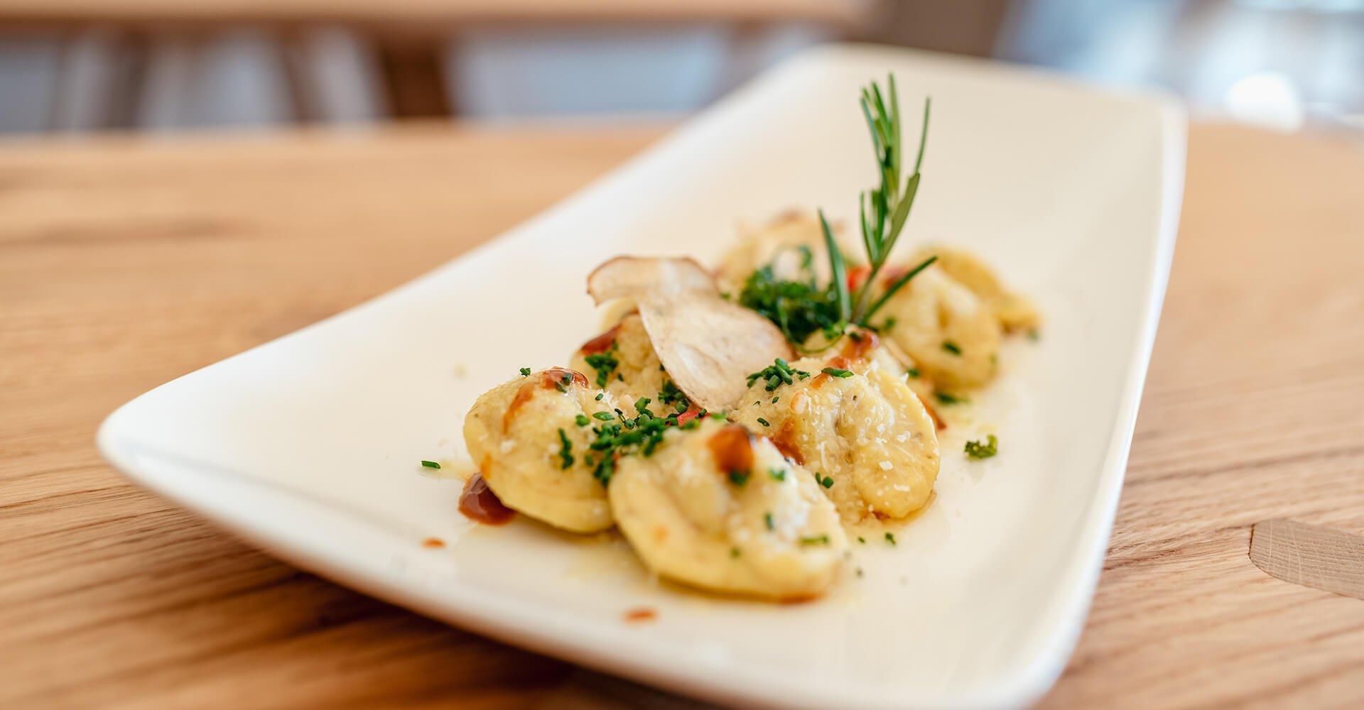 Wahrlich ein Genuss - Almgerichte zu Mittag im Almgasthof Lüsen