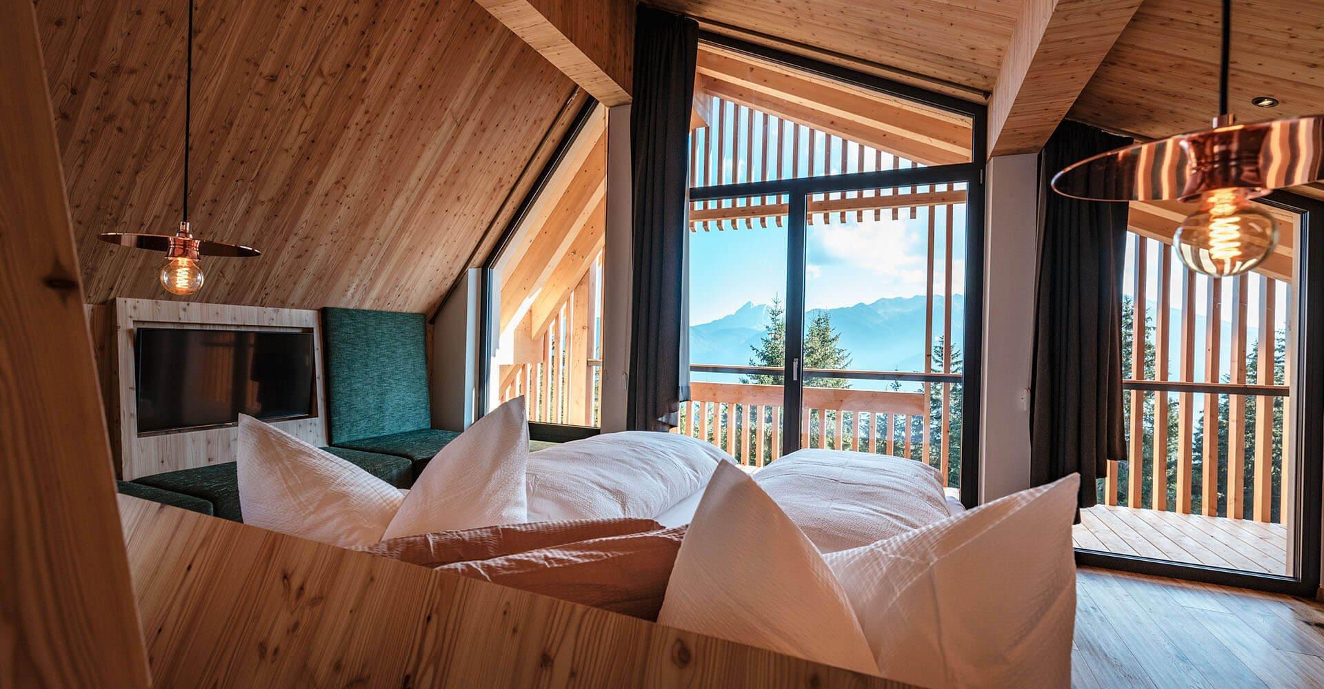 Wohnen in den Dolomiten | Almhotel auf der Rodenecker-Lüsner Alm | Oberhauserhütte in Südtirol